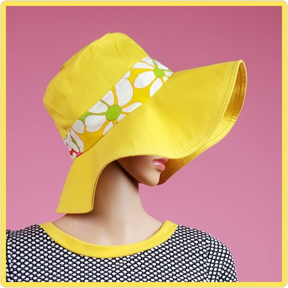 Vintage 60s/70s floppy yellow sun hat with a flowe