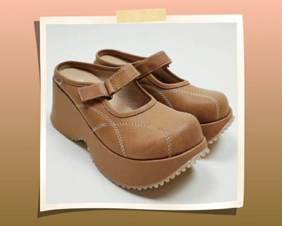 Vintage 90's chunky platform shoes. Deadstock mary