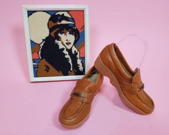 Easy Street vintage 1970's wavy wedge loafers. Siz