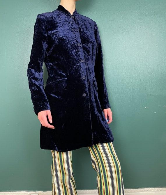 90s Does 60s Vintage Navy Blue Crushed Velvet Jac… - image 6