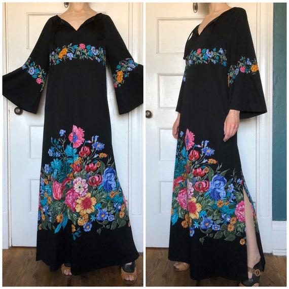 70s Bell Sleeve Dress  / 70s Maxi Dress / Size Med