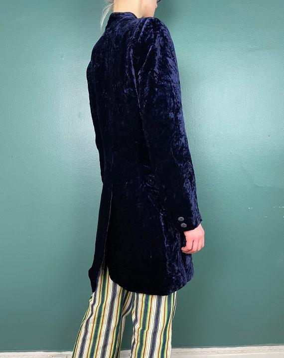 90s Does 60s Vintage Navy Blue Crushed Velvet Jac… - image 9