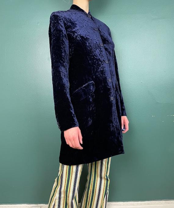 90s Does 60s Vintage Navy Blue Crushed Velvet Jac… - image 5