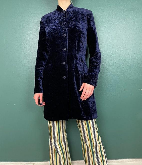 90s Does 60s Vintage Navy Blue Crushed Velvet Jac… - image 3