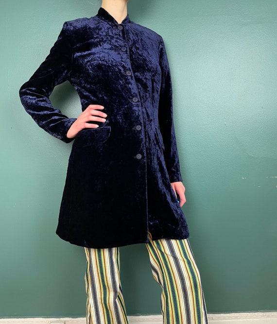 90s Does 60s Vintage Navy Blue Crushed Velvet Jac… - image 7