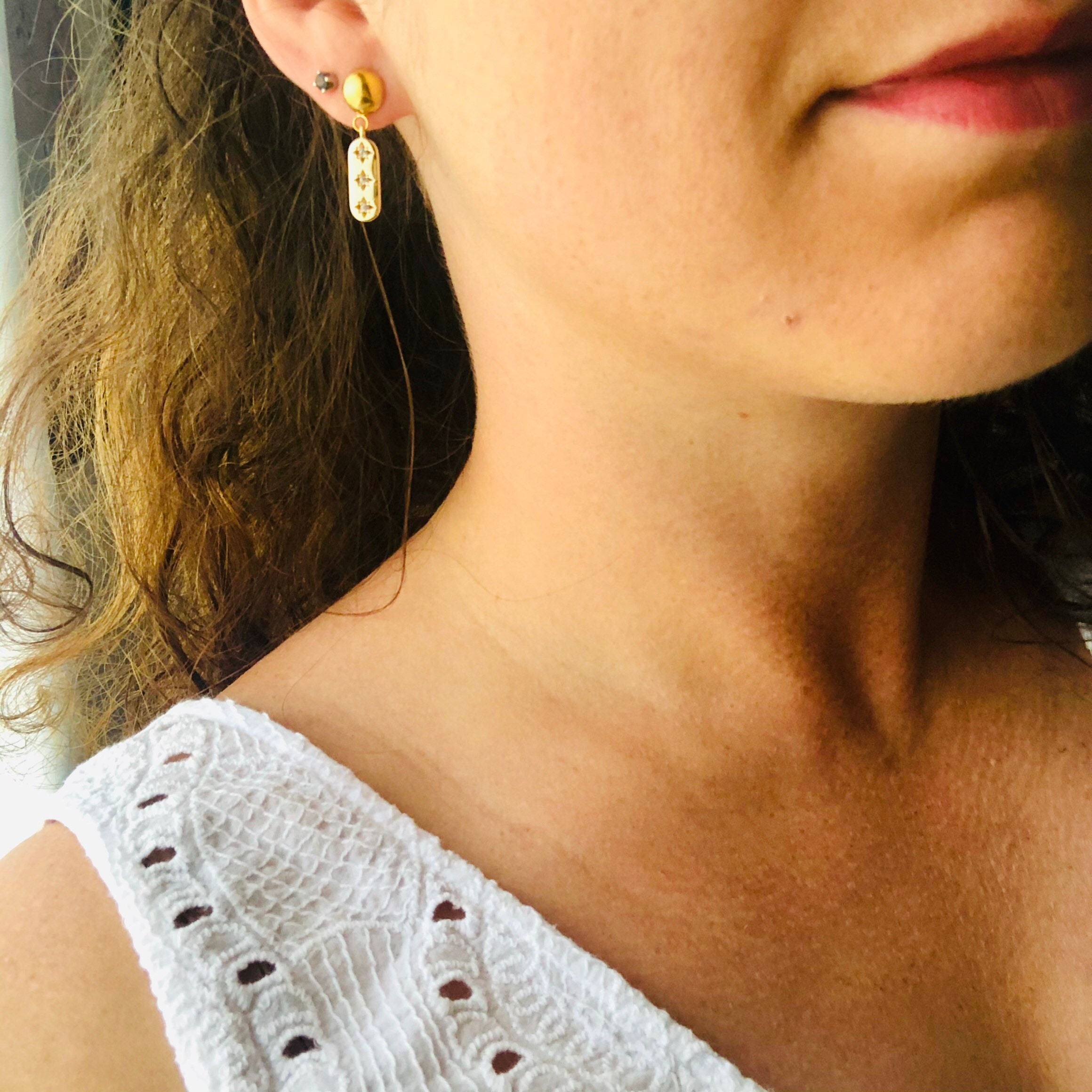 LINDIE Earrings nails gold ball and pendant charm 3 roses of the winds in zirconium