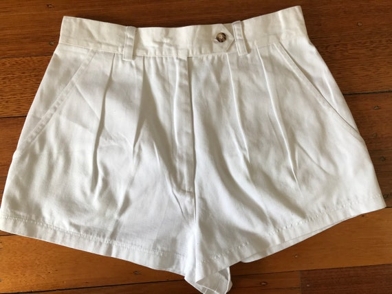 Womens vintage white cotton twill tailored shorts