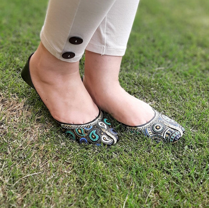 Custom Women Shoes Swirl Design Personalized Khussa Floral Design Hand Painted Shoes Flat Custom Shoes Pakistani Khussa Design