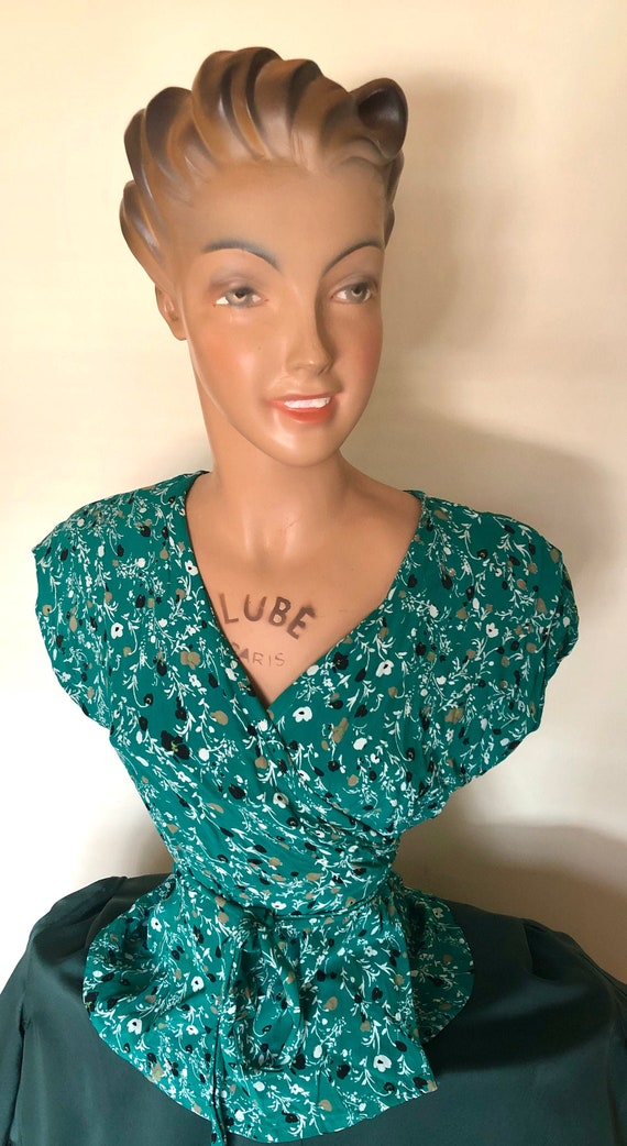 1940s style wrap blouse in moss green with flower