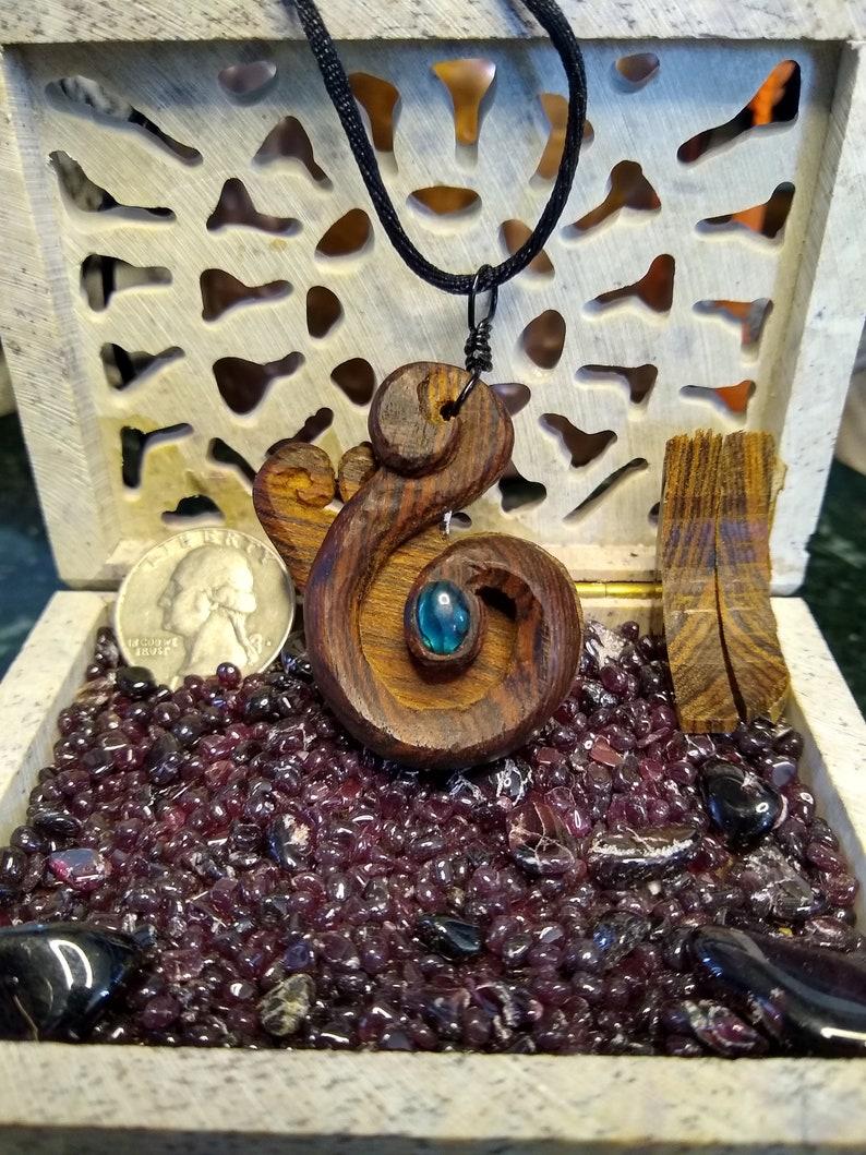 paua meditation talisman Eye wooden worry pendant