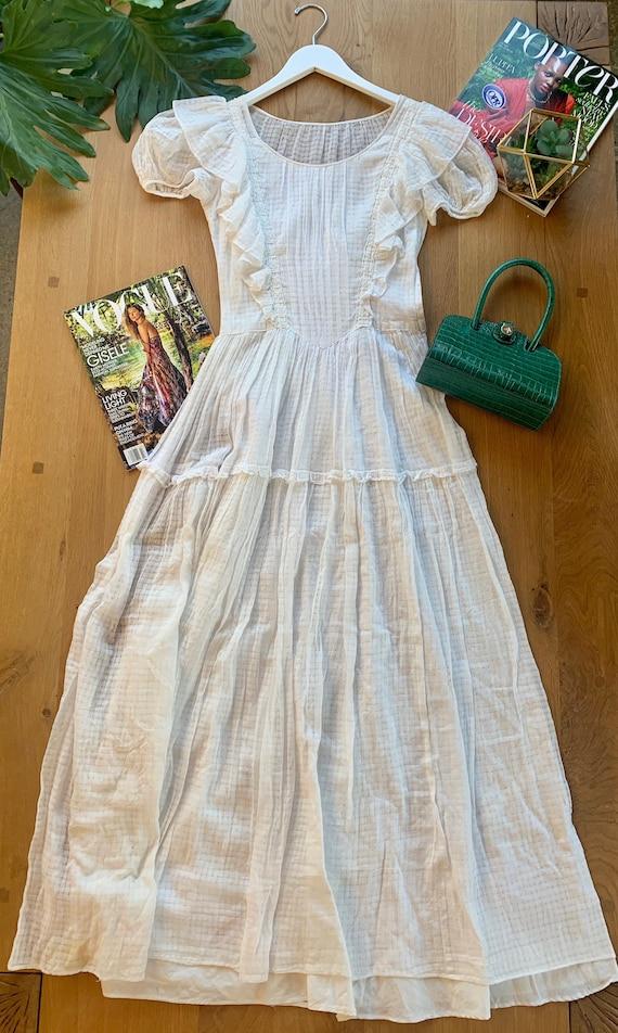 Vintage White Elegant Dress