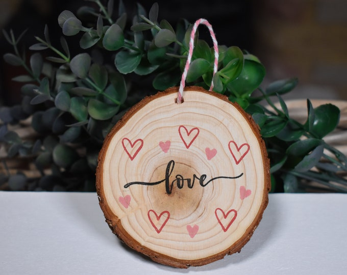 Valentines rustic wood slice, Love decorative sign, Love hearts decor, Valentines gift, Rustic log slice, Farmhouse decor, Valentines decor
