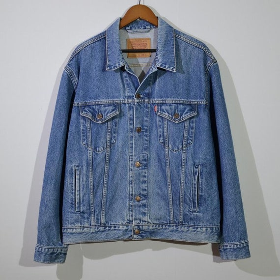vintage Levi's jeans tracker