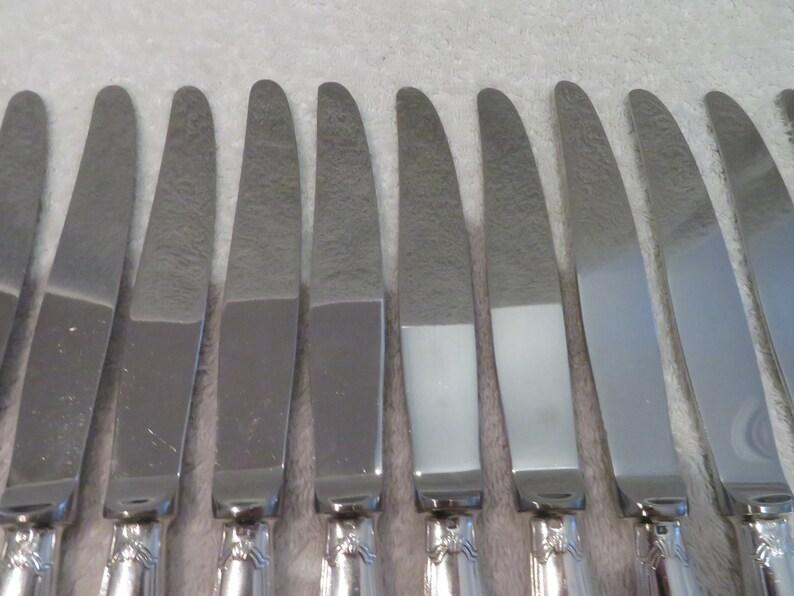 12 couteaux de table métal argenté style Louis XVI orfèvre Christofle modèle rubans manche fuselé (French silver-plated dinner knives)