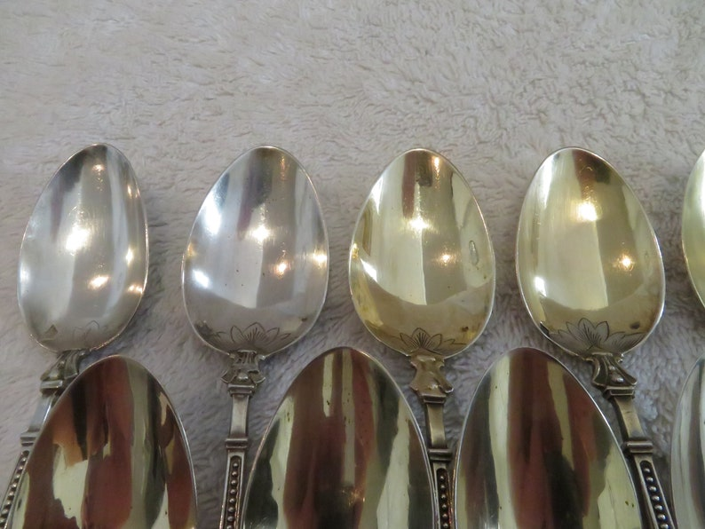 11 cuillères à café argent vermeil 800 style Louis XVI manche à la russe (late 19th c french 800 gilded silver coffee spoons)