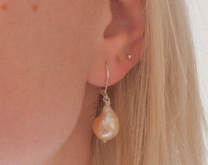 PEACHY BAROQUE EARRINGS