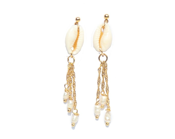 COWRIE PEARL EARRINGS