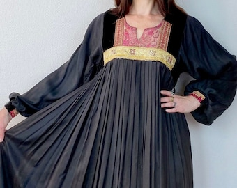 1970s Black embroidered Afghan dress - Size S M