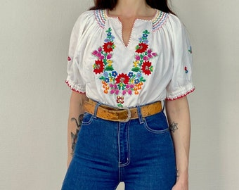 1970s Cropped Hungarian embroidered peasant blouse - Size M
