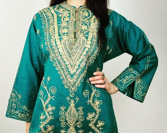 1970s Green Moroccan kaftan dress with gold embroidery - Size S M