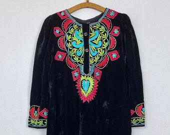 1970s embroidered black velvet Moroccan dress - Size M L