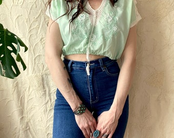 1970s Mint green Hungarian embroidered folklore blouse - Size S M