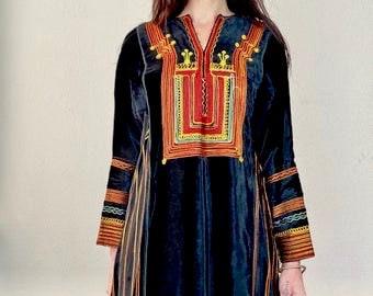 1970s embroidered black velvet Moroccan dress - Size M