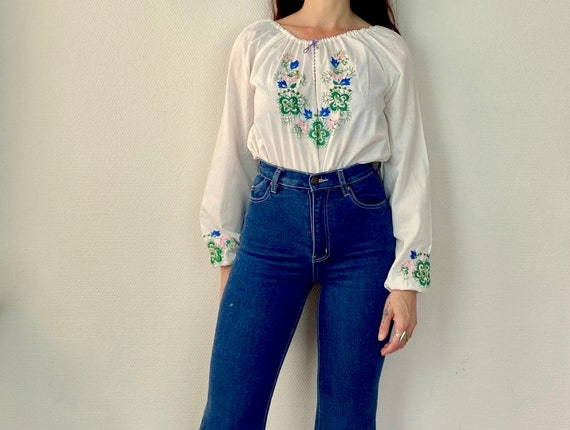1970s Hungarian embroidered peasant blouse - Size