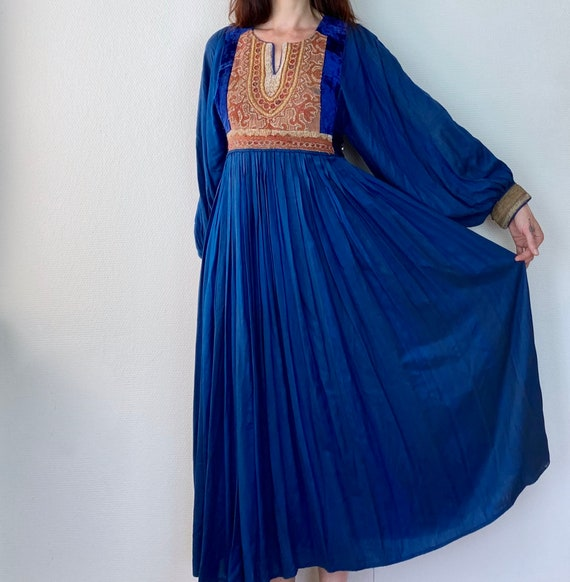 1970s Blue embroidered Afghan dress - Size M