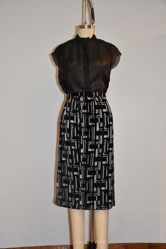 Vintage velvet embroidered skirt from the 70s