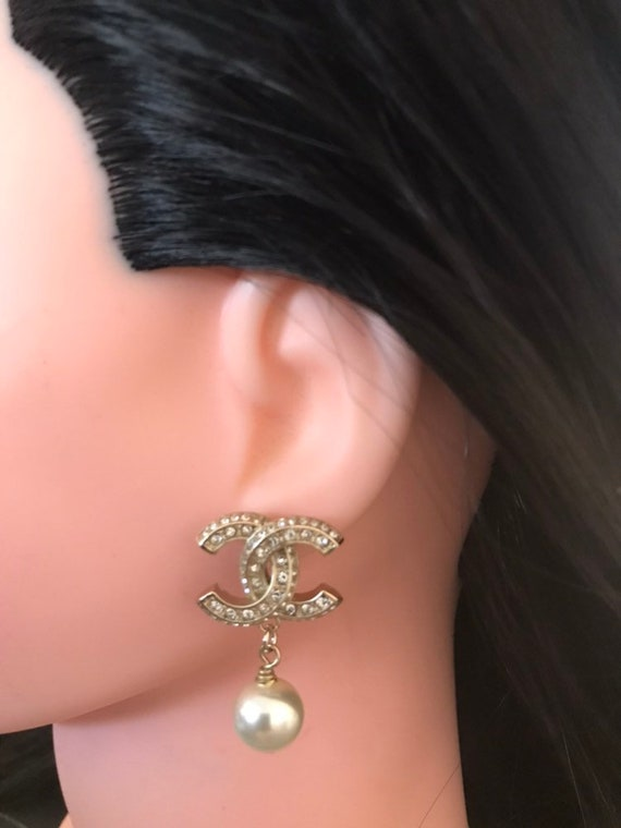 SALE Authentic Chanel cc pearl drop earrings