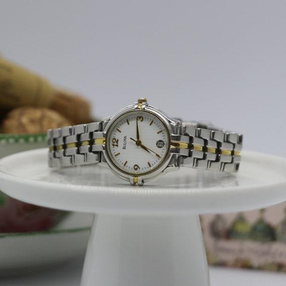 Vintage Bulova Watch / Ladies Watch / Ladies Petit