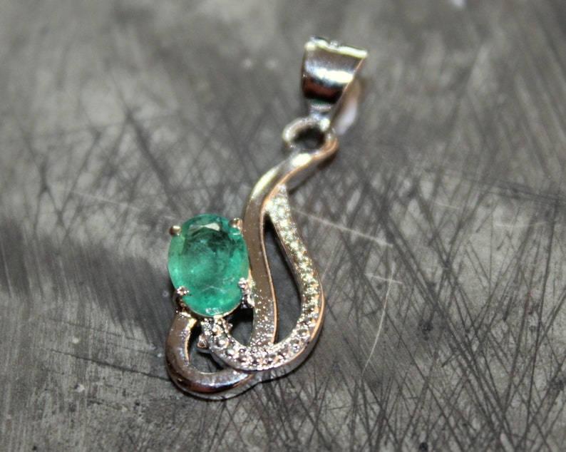 Handmade Silver Pendant Natural Emerald Gemstone Pendant 925 Solid Sterling Silver 5X7 mm Oval Cut