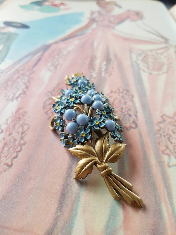 Flowers bouquet brooch light blue gold painting en