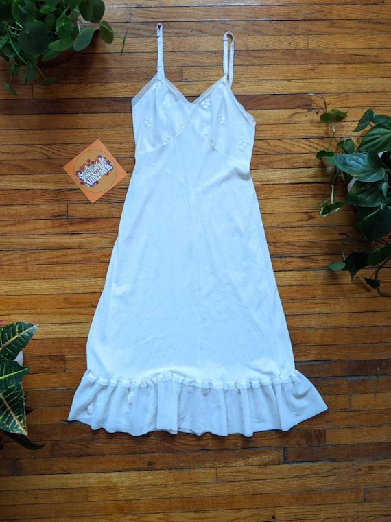 Perfect 1950's Small White Floral Nightgown