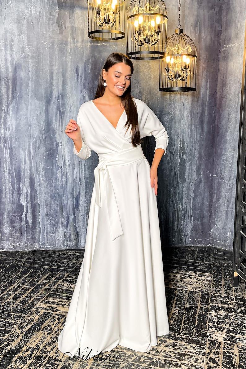 Minimalist wedding dress Bridal dress with sleeves Light wedding gown Mod V-neck Romantic wedding dress Custom wedding dress Light ivory