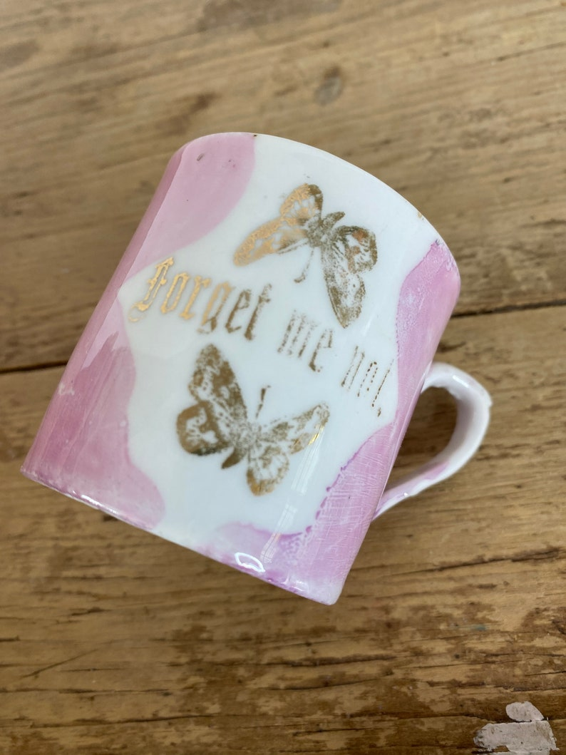 Vintage 1940/'s Souvenir Fair Ware Forget me Not Pottery Teacup White and Pink with Gilt pattern Unnamed In Good Condition