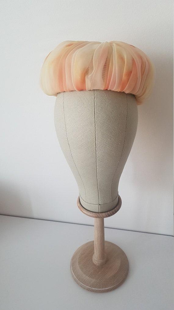 Vintage ca 1960s peach tulle pillbox hat