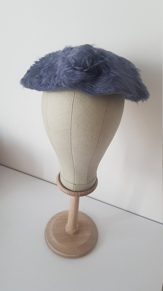 Vintage ca 1950s fuzzy periwinkle blue saucer plat