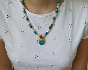 Short necklace of coral and pearl and turquoise stone with shell pendant