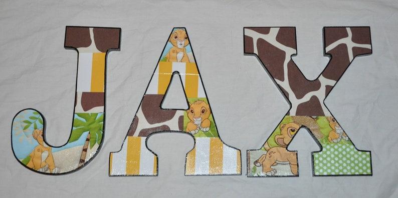 Lettere di legno ispirate al Re Leone LWId9nux