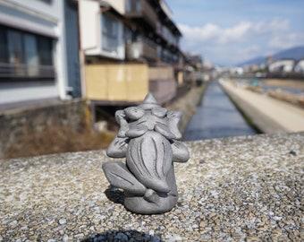 KAWAII Small Shoki san  (gift,ornament,amlet,Japanese items,Japanese art  -new style pottery-)
