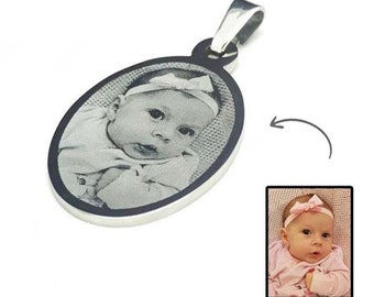 CUSTOMIZABLE MEDAL: Oval engraved photo or text / initials with a black gift box