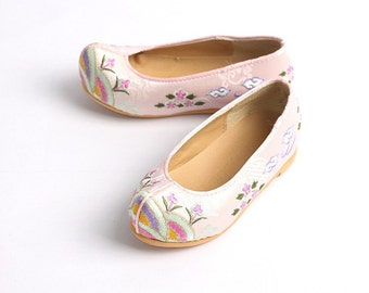 Flower Hill Girl Hanbok Shoes (3 Styles Available, Traditional Style)   Baby Girls Hanbok Shoes   Dohl, Dol, Korean First Birthday, Doljabi