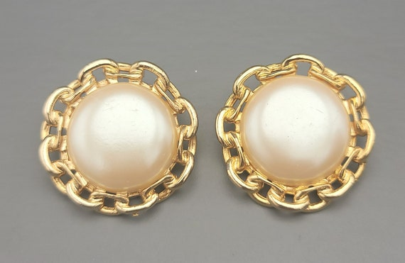Paolo Gucci faux pearl clip on earrings Gold tone
