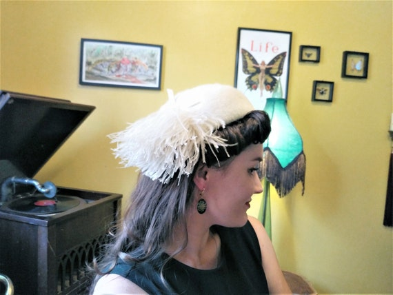 Antique 1920's hat with ostrich feathers / white /