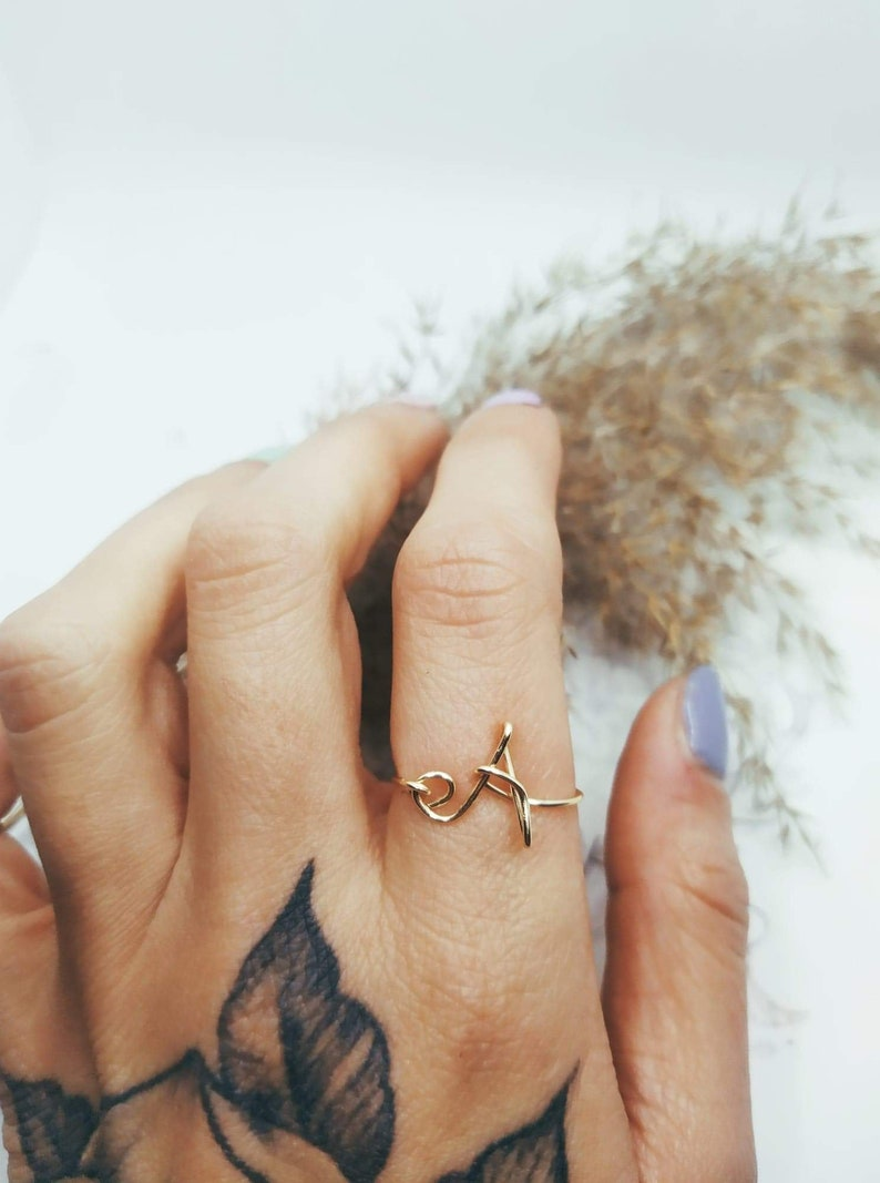 Initiale Letter Ring