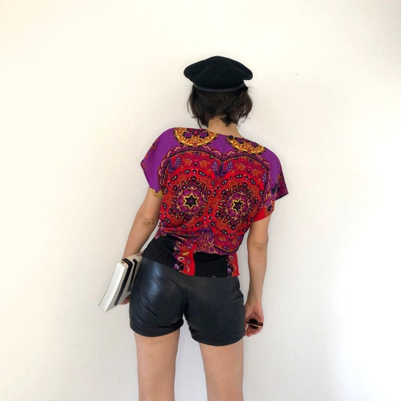 Scarf print top. Psychedelic print t-shirt - image 5