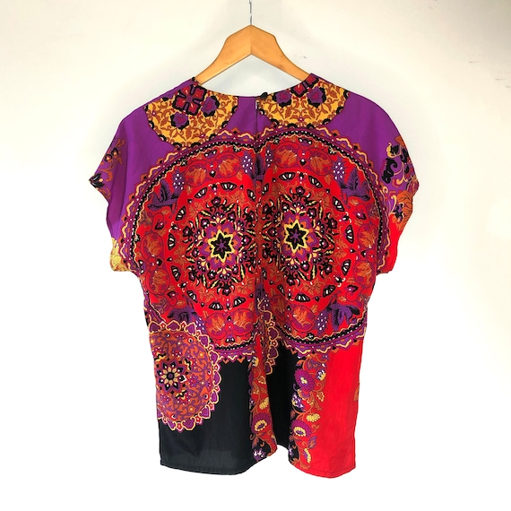 Scarf print top. Psychedelic print t-shirt - image 4