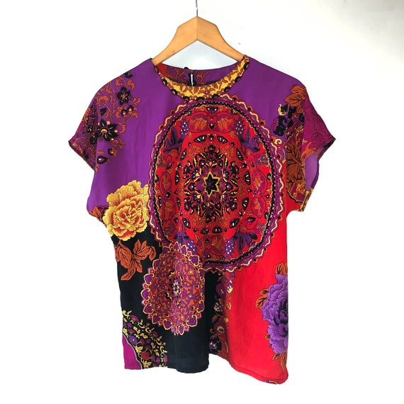 Scarf print top. Psychedelic print t-shirt - image 2